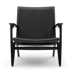 Carl Hansen Stuhl - KOMDO.CO Ein klassischer, leicht wirkender Sessel für jeden Raum. Die Sitzfläche und Rückenlehne sind aus über 400 Metern Papierkordel in einem einzigartigen Muster von Hand geflochten - ein Arbeitsschritt, für den pro Sessel ca. 10 Stunden aufgewendet werden müssen. Das Geflecht ist in Natur (ungebleicht) oder in Schwarz erhältlich.