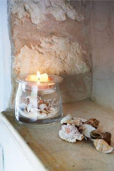 Maak je huis gezellig en sfeervol door schelpen als decoratie te gebruiken.
