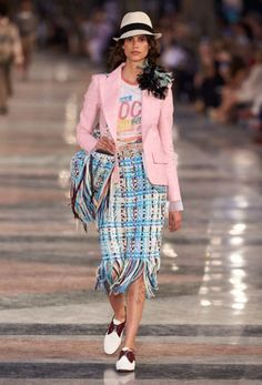 Catwalk photos and all the looks from Chanel - Pre Spring/Summer 2017 Ready-To-Wear Paris Fashion Week Chanel Resort, Chanel Cruise, Chanel Cuba, Moda Chanel, Chanel 2017, Fashion Week Paris, Fashion 2017, Runway Fashion, High Fashion