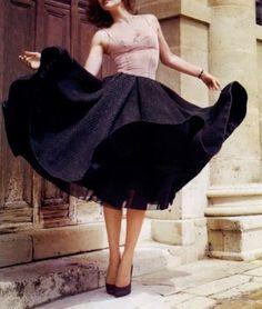 Gotta love a beautiful, swirling skirt!   #fashion #pretty #skirt