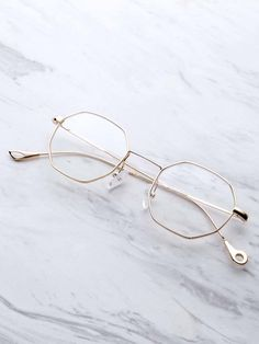 To find out about the Clear Lens Polygon Glasses at SHEIN, part of our latest Sunglasses ready to shop online today! Glasses Frames Trendy, Cute Glasses, Glasses Trends, Lunette Style, Fashion Eye Glasses, Eyeglasses, Jewelry, Specs Frames Women, Glasses Online