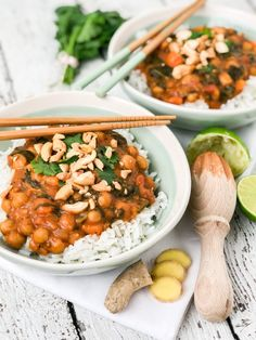 nl Vegan curry with coconut, sweet potato, chickpeas and spinach – Simplyvegan. Vegan Diner, Veggie Recipes, Vegetarian Recipes, Healthy Recepies, Vegan Main Dishes, Clean Eating Snacks, Healthy Cooking, Food Inspiration, Coconut Curry