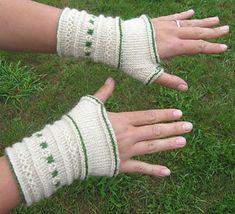 Wristwarmers in twined knitting/Tvåändsstickade halvvantar pattern by Karin M Andersson