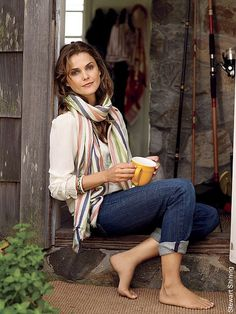 Keri Russell - love her style Style Français, Love Her Style, Simple Style, Keri Russell Feet, Keri Russell Style, Casual Outfits, Cute Outfits, Fashion Outfits, Winter Outfits