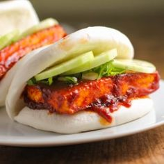Spicy Tofu Buns with Scallions and Cucumber literally takes 5 minutes with a little store-bought help. Tofu Recipes, Asian Recipes, Vegetarian Recipes, Cooking Recipes, Healthy Recipes, Healthy Foods, Healthy Eating, Tofu Sandwich, Asian Street Food