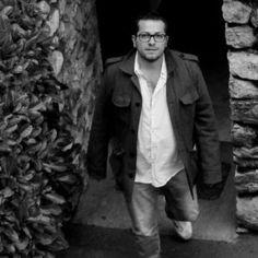 """Intervista a Gianpaolo Colucci. Abbiamo contattato per voi Gianpaolo e ci ha parlato di sè e del suo libro """" Contromano"""". Un viaggio alla ricerca delle proprie radici e che porta a riscoprire e ad amare la propria terra."""