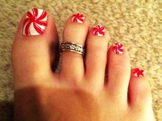 Candy Cane Christmas Nail Art For Short Nails - Cute Christmas Nail Art For Short Nails