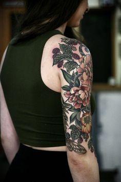 Floral back tattoos, tattoo vorschläge, tattoo bunt, cover tattoo, nature t Tattoo Femeninos, Tattoo Bunt, Cover Tattoo, Garden Tattoos, Vine Tattoos, Body Art Tattoos, Henna Tattoos, Small Tattoos, Pretty Tattoos