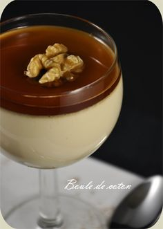 Panna cotta au sirop d'érable... Trop bon! Panna Cotta, Organic Maple Syrup, Mousse, Plated Desserts, Macarons, Blueberry, Caramel, Cupcake, Cooking Recipes