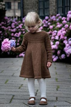This knitting pattern is in English. Anker's Dress is worked top-down seamlessly on circular needles. The yoke consists of segments of rib st with increases fol