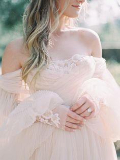 How to Seamlessly Blend Dark Colors with Light, Airy Hues for the Ultimate Ethereal Look – wedding gown Bridal Skirts, Bridal Gowns, Wedding Gowns, Bridal Shoes, Bridal Hair, Bridal Makeup, Wedding Blush, Tulle Wedding, Wedding Pics