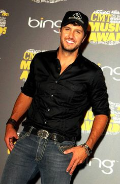 Luke Bryan....why, why, why must you be so sinfully delicious???