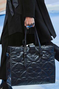 Louis Vuitton Fall 2020 Menswear Fashion Show Details: See detail photos for Louis Vuitton Fall 2020 Menswear collection. Look 92 Louis Vuitton Shoes, Vuitton Bag, Louis Vuitton Handbags, Purses And Handbags, Leather Handbags, Leather Totes, Leather Purses, Cheap Handbags, Satchel Handbags
