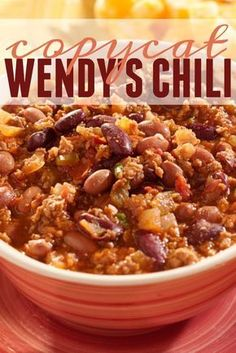 Chili This Copycat Wendy's Chili recipe is perfect for any Wendy's lover. A great dish to curl up by the fire for dinner.This Copycat Wendy's Chili recipe is perfect for any Wendy's lover. A great dish to curl up by the fire for dinner. Chilli Recipes, Mexican Food Recipes, Crockpot Recipes, Chili Recipe Crockpot Best, Beef Chili Recipe, Chili Recipe Made With V8 Juice, Bush Beans Chili Recipe, School Chili Recipe, Gourmet