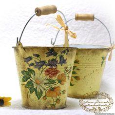 Decoupage en zinc Vintage Farm, Vintage Tins, Shabby Vintage, Decoupage Tins, Napkin Decoupage, Crafts To Sell, Diy And Crafts, Storybook Gardens, Tin Tub