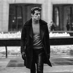 Basic & Elegant: Wool Overcoat, Cashemere Turtleneck, Leather ultra fit pants and gloves.