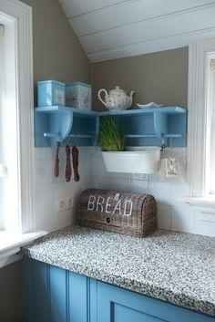 Kitchen Interior, Kitchen Decor, Garage Remodel, Country Kitchen, Home Kitchens, Tiny House, New Homes, Woodworking, Shelves