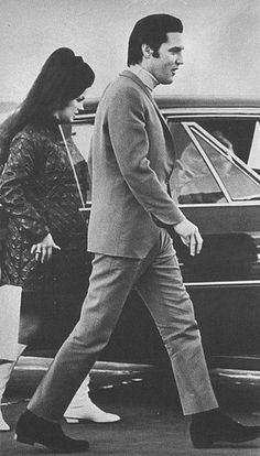 Elvis Presley and Priscilla on their way to have Lisa Marie in Memphis Elvis Presley Priscilla, Elvis Presley Family, Elvis Presley Photos, Lisa Marie Presley, Graceland, Last Kiss, Always On My Mind, Memphis Tennessee, Thats The Way