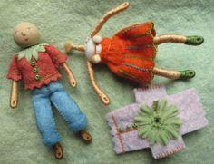 Felt doll tutorial, includes forming body & creating hair over felt base Tiny Dolls, Soft Dolls, Wedding Cake Figures, Clothespin Dolls, Doll Tutorial, Doll Crafts, Felt Ornaments, Doll Patterns, Henna Patterns