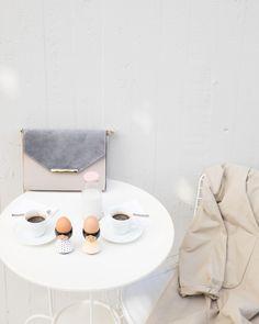 Eleganza (e proteine!) a colazione. Buongiorno Lazzari Girls. Vi aspettiamo su www.lazzarionline.com e nei nostri negozi.