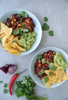 Mexican bowl with guacamole - Hands-free - Healthy recipes - Sustainable lifestyle Pork Recipes For Dinner, Italian Dinner Recipes, I Love Food, Good Food, Yummy Food, Food Porn, Comfort Food, Evening Meals, Food Inspiration