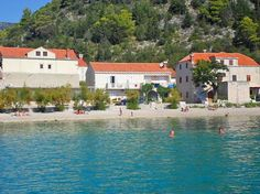 Apartment Trstenik 5765 Trstenik Apartment Trstenik 5765 offers pet-friendly accommodation in Trstenik, 38 km from Me? Apartment Trstenik 5765 boasts views of the sea and is 22 km from Kor? The kitchenette has a fridge. A TV is offered. Mr2, Pet Friendly Accommodation, Terrace, Vacation, Mansions, House Styles, Barbecue, Balcony, Hotels