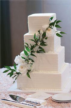 modern wedding cake @weddingchicks