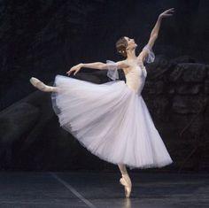 Ballerina Svetlana Zakharova as Giselle Ballet Pictures, Dance Pictures, Bolshoi Ballet, Ballet Dancers, Ballerinas, Ballet Feet, Tumblr Ballet, Princesa Tutu, La Bayadere