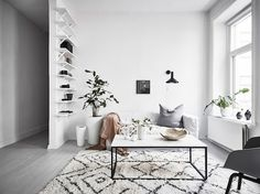 Scandinavian living room with grey wooden floor -White Scandinavian living room with grey wooden floor - Home Living Room, Living Room Furniture, Living Room Decor, Decor Room, Home Decor, Apartment Furniture, Decor Interior Design, Room Interior, Modern Interior