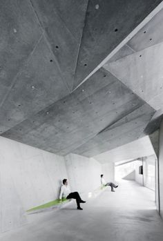 concrete / seats