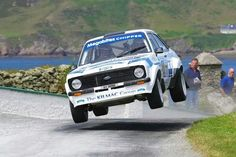 Ford Escort tries out the optional hover mode.