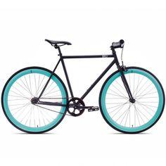 Connus pour leur tout petit prix les vélos 6KU BIKES n'en sont pas moins fiables et confortables. Ils arborent un style urbain et tendance décliné sur plusieurs modèles aux noms de ville.  Ici, le 6KU Beach Bum, au cadre noir mat et aux roues celeste.  Voir tousles modèles defixie 6KU.  Les vélos sont approuvés par BLB, leur distributeur européen.  Plus d'info ci-dessous.