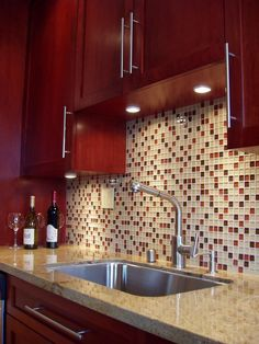 Dark Cherry cabinets, goes well with the high contrast of pale amber tile and beige counter top, along with a dazzle of dark red and violet-brown tiles in the backsplash mosaic to add harmony. Red Kitchen Cabinets, Kitchen Remodel, Kitchen Design, Kitchen Tiles, Cherry Cabinets Kitchen, Kitchen Countertops, Red Kitchen Walls, Kitchen Interior, Kitchen Cabinets