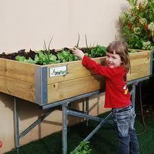 Una mesa para #cultivar el huerto, los niños disfrutan de lo lindo  http://www.elangreen.com/producto.php?codigo=sembrar-mesas-21901114