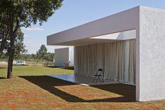 Galería de Migliari Guimarães House / DOMO Arquitetos - 24