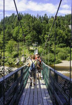 Voyagez léger en compagnie de l'équipe World Expeditions, qui s'occupe de transporter votre sac à dos, pour vous offrir une expérience optimale de la baie de Fundy (article en anglais).