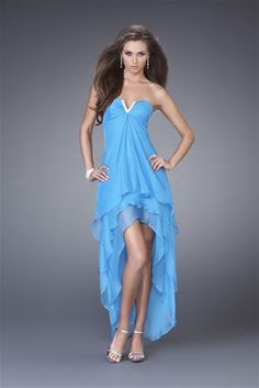 Now are days the blue prom dresses are available everywhere for the popularity .The blue prom dresses developed the personality.