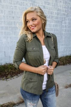 Army green accents will take your bright summer wardrobe into fall. BLOGGER: Closet Rich by Whit Cole Army Green Jacket, Distressed Denim, Booties=Must Have FALL WARDROBE