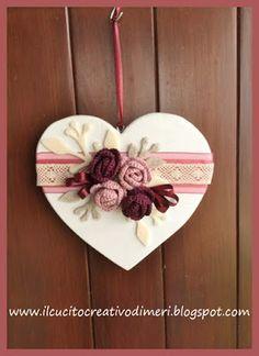 Il giorno tra San Valentino è cauto una delle mie - St Valentin Fleurs Valentine Day Wreaths, Valentine Day Crafts, Valentine Decorations, Christmas Crafts, Valentines Bricolage, Diy And Crafts, Crafts For Kids, Wood Block Crafts, Fabric Hearts