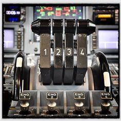 Airbus A340 Engine Throttles