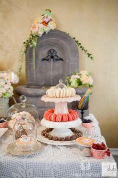 36. Alice in Wonderland Wedding,Sweet table decor,Sweets,intage fountain / Alicja w Krainie Czarów,Dekoracje słodkiego stołu,Słodkości,Anioły Przyjęć