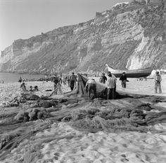 Praia de Nazaré. Fotógrafo: Estúdio Horácio Novais. Fotografia sem data. Produzida durante a actividade do Estúdio Horácio Novais, 1930-1980.  [CFT164 024530.ic]