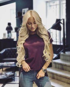 Считаю, что длинные и роскошные волосы - наше главное украшение Я люблю использовать разные женские хитростиЗдесь на фото у меня подколоты пряди на заколках @volosy_chic  Идеальное решение для тех, кто хочет сразу длину и объём волос, но не готов ждать Лучшие пряди на заколках из всех, что я пробовала Красивых волос много не бывает!;)))