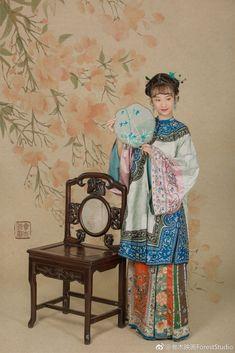 微博 Traditional Fashion, Traditional Chinese, Chinese Style, Chinese Art, Traditional Dresses, Old Shanghai, Chinese Clothing, Qing Dynasty, Hanfu