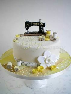 51 Ideas Sewing Machine Cake Sweets For 2019 Sewing Cake, Sewing Machine Cake, Unique Cakes, Creative Cakes, Pretty Cakes, Cute Cakes, Bolo Fondant, Super Torte, Quilted Cake