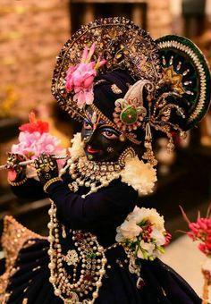Sri Krish na. Krishna Flute, Krishna Hindu, Krishna Statue, Jai Shree Krishna, Cute Krishna, Radha Krishna Images, Lord Krishna Images, Radha Krishna Photo, Krishna Photos