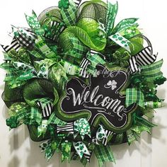 Startling Information Regarding Leprechaun Decoration Front Doors Exposed 197 Wreath Crafts, Diy Wreath, Wreath Ideas, Diy Crafts, Holiday Wreaths, Holiday Crafts, Diy St Patricks Day Wreath, St Patrick's Day Decorations, St Paddys Day