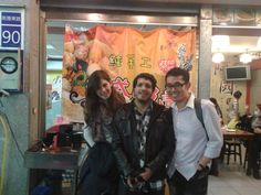 Anna and me giving Oscar an introduction to the night market at our area. :) 我跟沛慈給Oscar介紹我們的夜市。:)