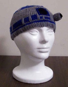 R2-D2 Beanie | 19 Nerdy Knits You Need To Knit Right Now