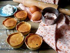 Queijadas de Sintra, unos pastelitos portugueses de queso fresco divinos. Textura crujiente por fuera y suaves por dentro una delicia. Ven y aprende conmigo como prepararlos, son sencillos y te gustarán.